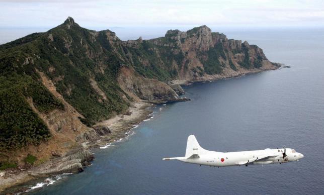 Máy bay của Lực lượng phòng vệ Nhật Bản tuần tra khu vực quần đảo Senkaku trên biển Hoa Đông (Ảnh: Reuters)
