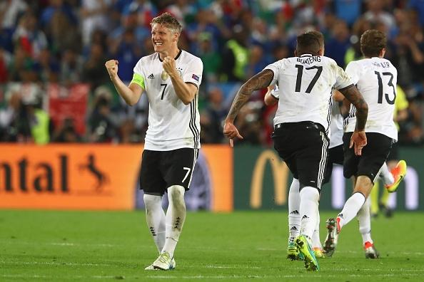 Quyết định cực dị trước loạt sút penalty khiến trọng tài tròn mắt của Bastian Schweinsteiger - Ảnh 4.