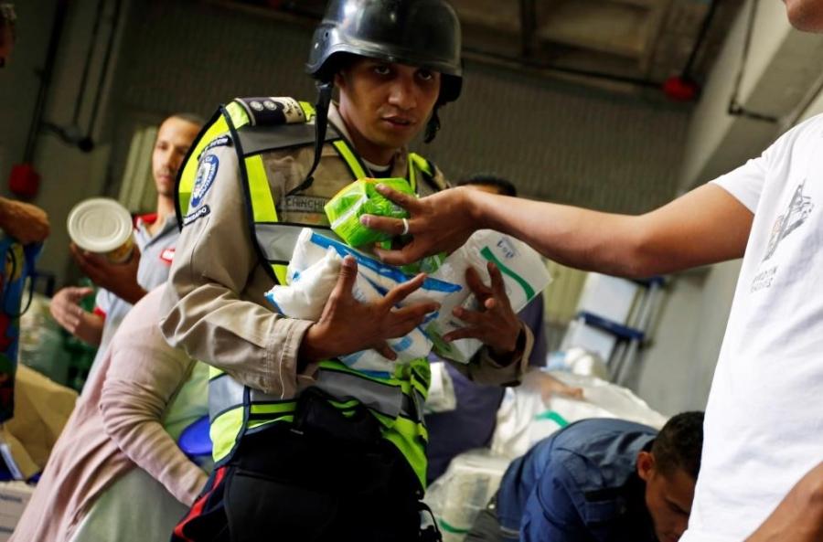 Venezuela: Sieu thi trong, giay ve sinh gia 30 USD mot cuon hinh anh 3