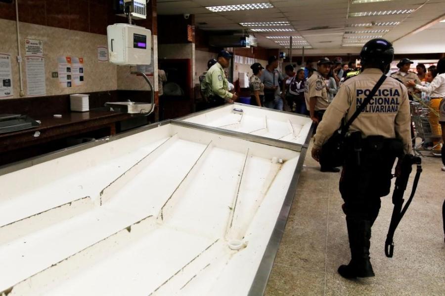 Venezuela: Sieu thi trong, giay ve sinh gia 30 USD mot cuon hinh anh 9