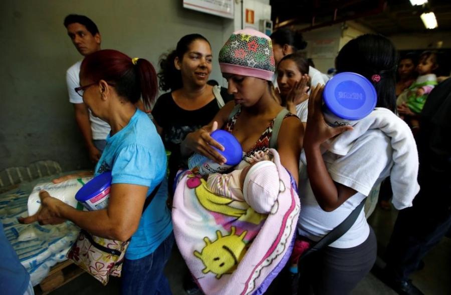 Venezuela: Sieu thi trong, giay ve sinh gia 30 USD mot cuon hinh anh 11