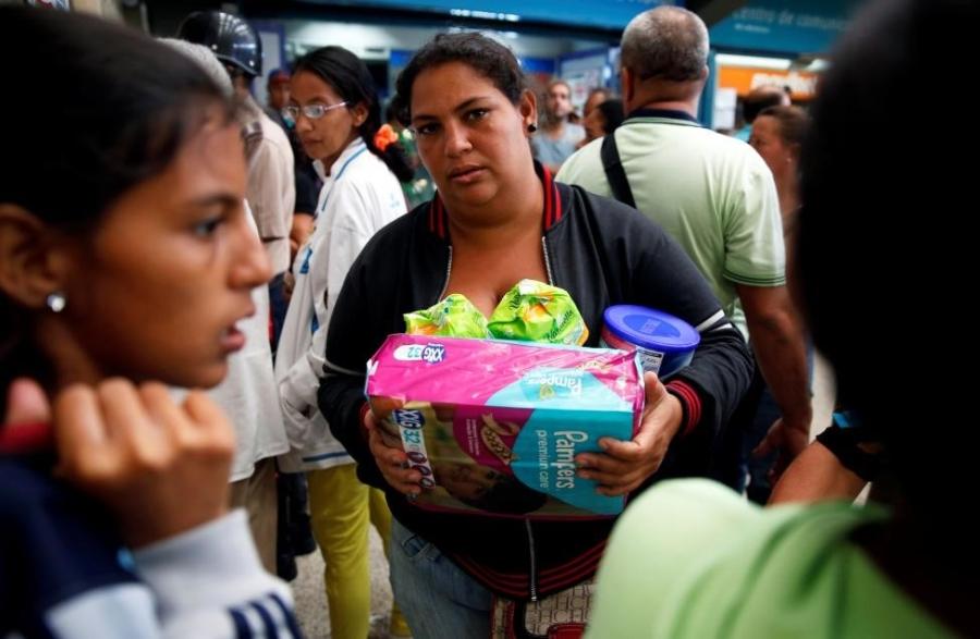 Venezuela: Sieu thi trong, giay ve sinh gia 30 USD mot cuon hinh anh 13