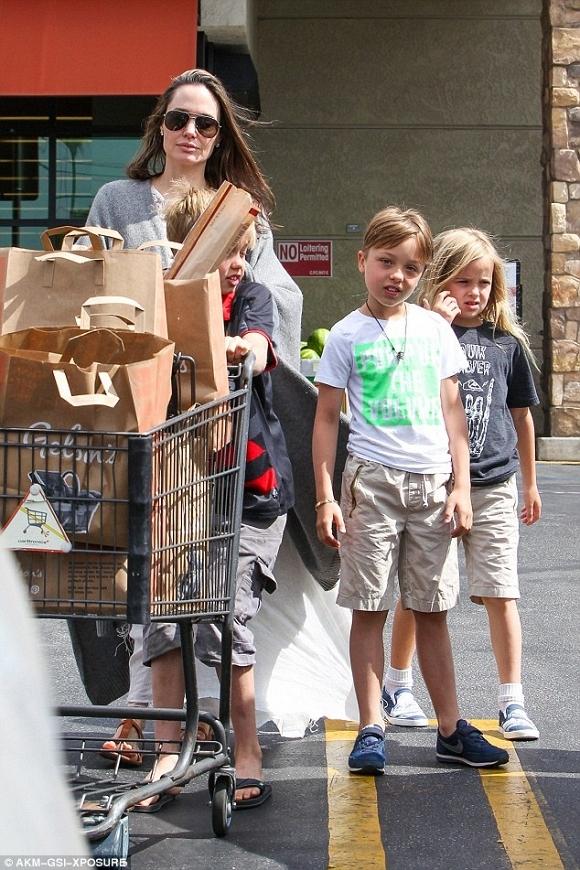 Angelina Jolie và Brad Pitt xuất hiện bên nhau đập tan tin đồn ly hôn 4