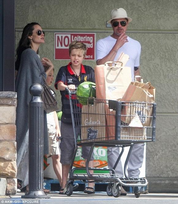 Angelina Jolie và Brad Pitt xuất hiện bên nhau đập tan tin đồn ly hôn 0