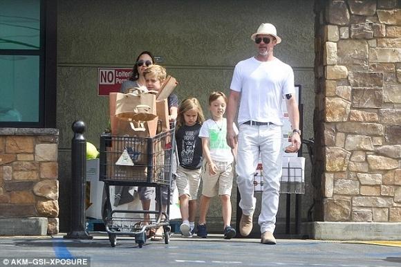 Angelina Jolie và Brad Pitt xuất hiện bên nhau đập tan tin đồn ly hôn 1