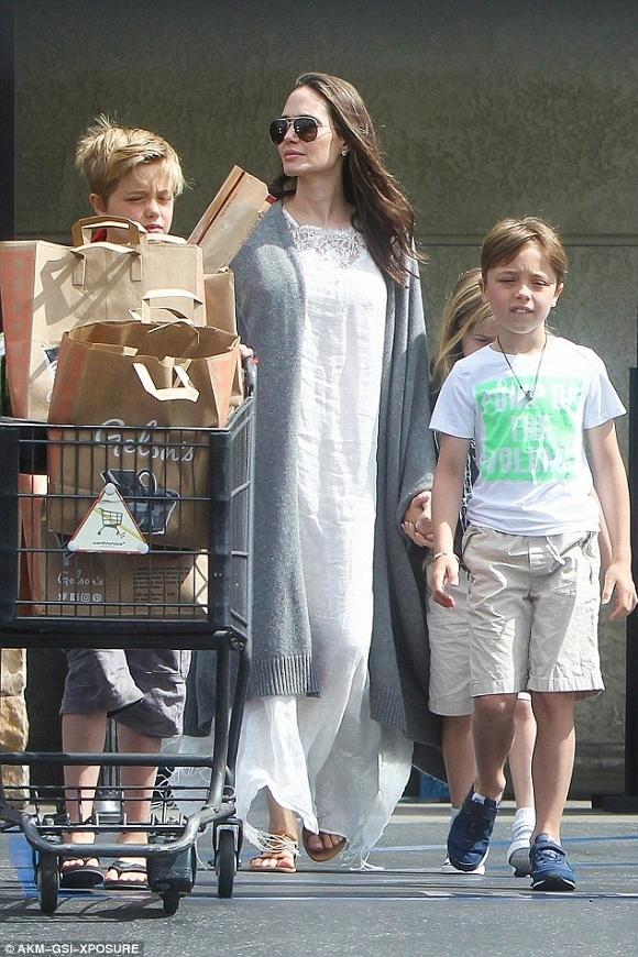 Angelina Jolie và Brad Pitt xuất hiện bên nhau đập tan tin đồn ly hôn 6