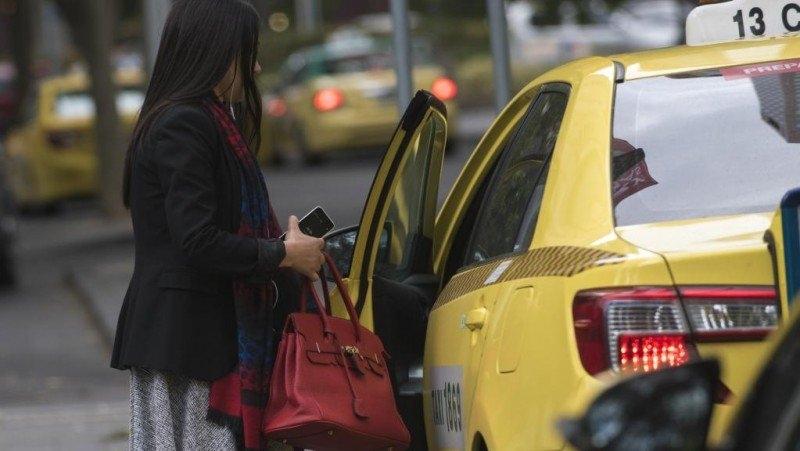 đi taxi an toàn, cách đi taxi đêm một mình, an toàn khi đi taxi, kinh nghiệm