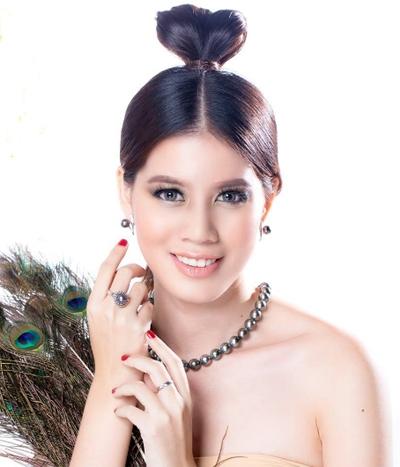 Người mẫu Poe Sandar Khin.