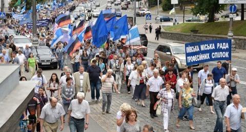Ukraine dinh dung xe tang dep dan Crimea doi sap nhap Nga