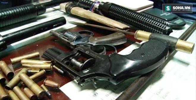 """Bắt giữ """"ông trùm"""" ma túy, thu giữ 6 khẩu súng phòng thân"""