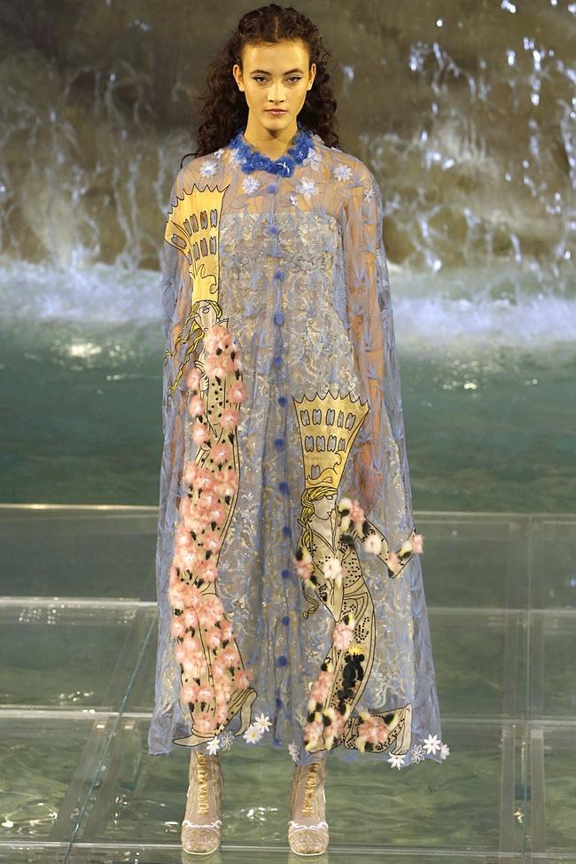 Catwalk trên mặt nước, dàn mẫu đỉnh của Fendi khiến người xem giật mình - Ảnh 5.