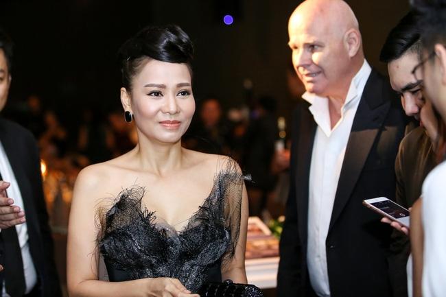 Thu Minh - Phạm Hương cùng diện phong cách cổ điển, vui vẻ trò chuyện khi hội ngộ - Ảnh 2.