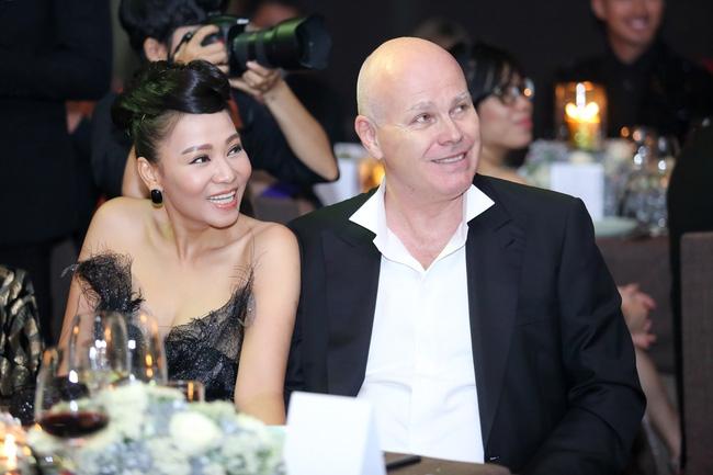 Thu Minh - Phạm Hương cùng diện phong cách cổ điển, vui vẻ trò chuyện khi hội ngộ - Ảnh 8.