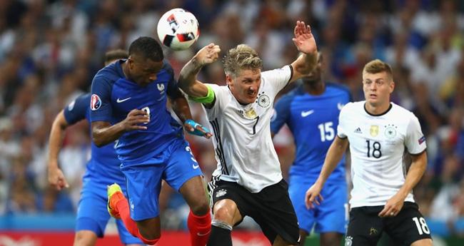 Trọng tài Rizzoli bị tố thổi phạt đền Đức để trả thù cho Italia - Ảnh 2.