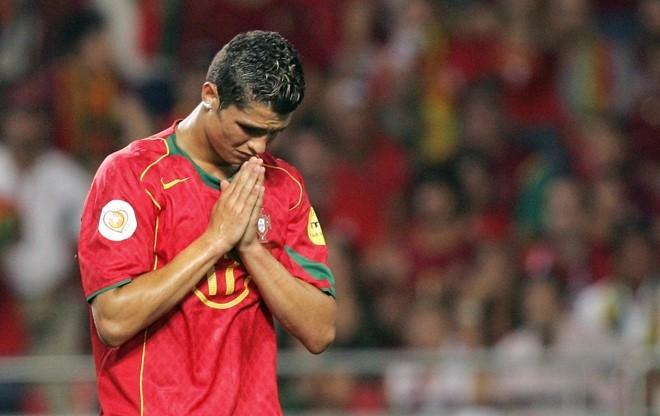 Vi sao Messi se khong bao gio bang Ronaldo hinh anh 1