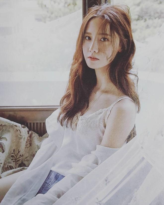 Yoona (SNSD) tre nai noi y tren tap chi hinh anh 6