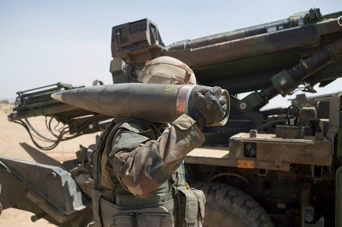 Cánh tay máy tiếp đạn cho pháo tự hành Caesar mới - ảnh 2