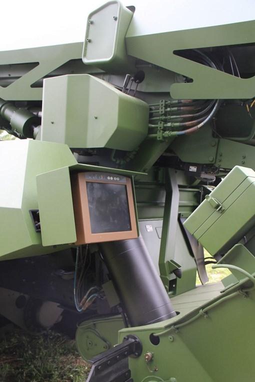 Cánh tay máy tiếp đạn cho pháo tự hành Caesar mới - ảnh 6