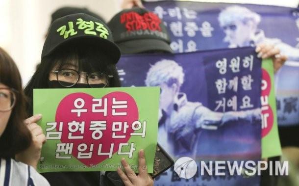 Fan ung ho Kim Hyun Joong khi hau toa hinh anh 4