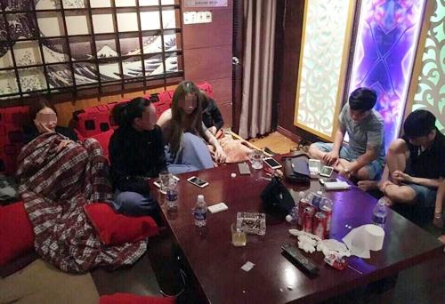 hang-chuc-dan-choi-sai-gon-phe-ma-tuy-trong-phong-karaoke-1