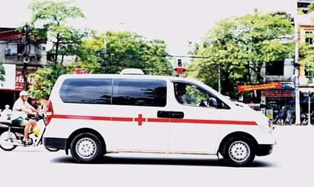 Có quá nhiều vấn đề liên quan xe cứu thương chở bệnh nhân trong các bệnh viện. Ảnh: Như Ý.