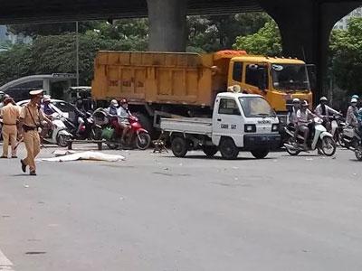 """Hà Nội: Lái xe """"hổ vồ"""" tông chết người bỏ chạy 4km thì bị bắt giữ"""