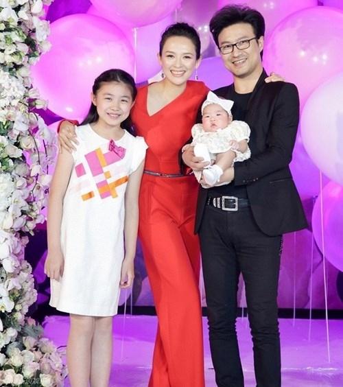 Chương Tử Di khoe ảnh con gái chụp cùng Song Joong Ki 1