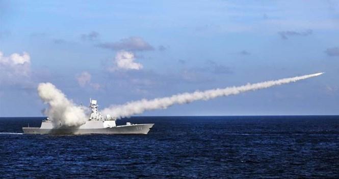 Tàu chiến Trung Quốc phóng tên lửa diệt hạm gần Hoàng Sa ngày 8.7 /// website Tân Hoa xã