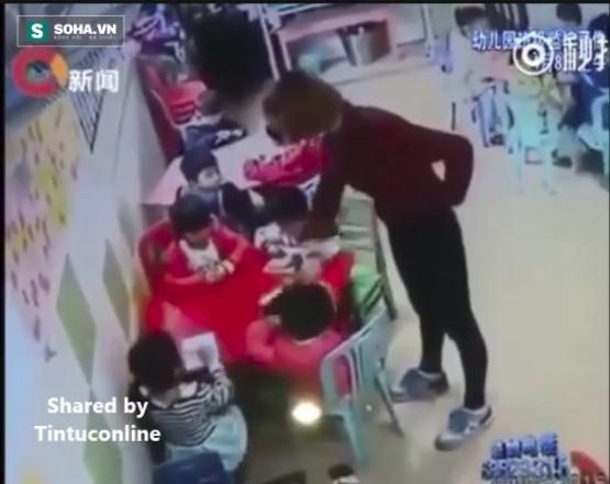 Bạo hành học sinh, cô giáo mầm non bị phụ huynh đánh trả y hệt - Ảnh 2.
