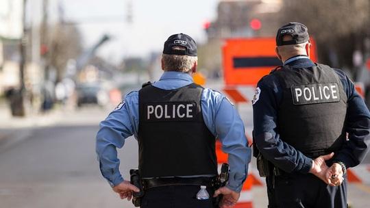 Cảnh sát TP Chicago - Mỹ tuần tra theo cặp sau vụ tấn công ở TP Dallas Ảnh: Flickr