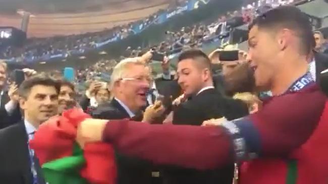 Câu chuyện cảm động đằng sau cái ôm chặt giữa HLV Ferguson và trò cưng Ronaldo - Ảnh 5.