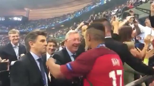 Câu chuyện cảm động đằng sau cái ôm chặt giữa HLV Ferguson và trò cưng Ronaldo - Ảnh 7.