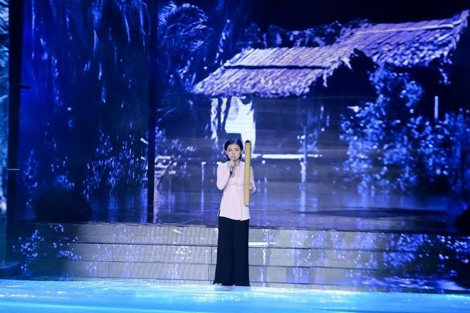 Cô gái 17 tuổi khiến Tùng Dương, Hồ Quỳnh Hương tranh cãi