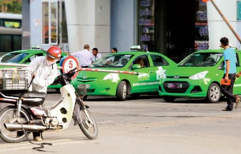 Vụ việc diễn ra đã khiến cho khách hàng mất niềm tin vào độ an toàn của xe taxi, doanh thu giảm mạnh. Ảnh: Phan Ngọc