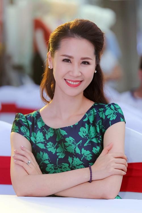 duong-thuy-linh-dat-phu-kien-hon-200-trieu-di-event-5