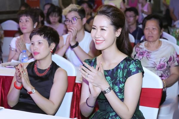 duong-thuy-linh-dat-phu-kien-hon-200-trieu-di-event-6