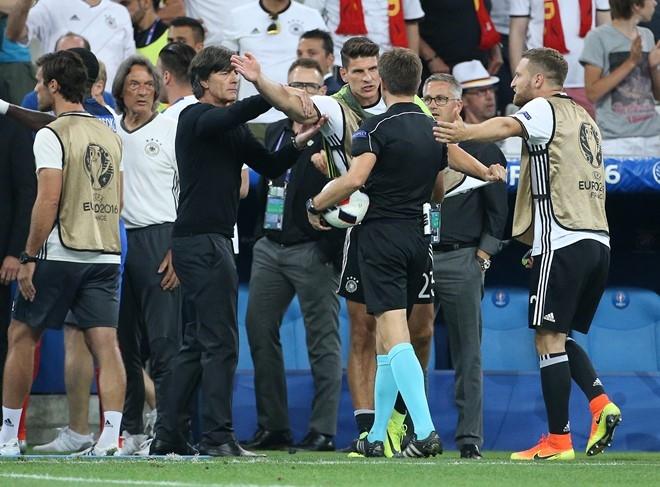 Euro 2016: Ky di, pha dop va nha vo dich khong giong ai hinh anh 2