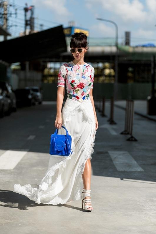 Hà Anh diện váy lưới khoe nội y