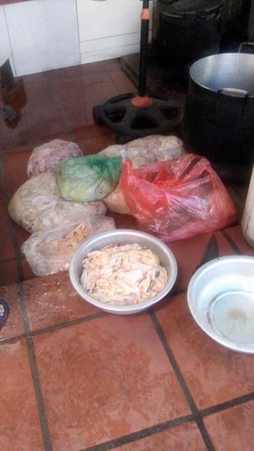 Hà Nội: Ghê người công xưởng nhớp nhúa cung cấp mỡ cho nhà hàng lớn - Ảnh 2