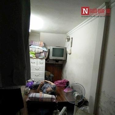 Ngôi nhà 10m2, 10 người ở và chuyện ăn ngủ, đi vệ sinh phải canh giờ - Ảnh 3