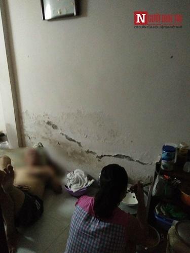 Ngôi nhà 10m2, 10 người ở và chuyện ăn ngủ, đi vệ sinh phải canh giờ - Ảnh 4