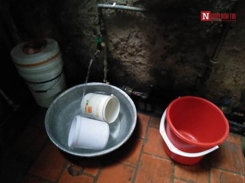 Ngôi nhà 10m2, 10 người ở và chuyện ăn ngủ, đi vệ sinh phải canh giờ - Ảnh 6