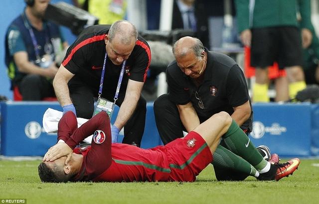 Các bác sỹ cố gắng chăm sóc cho C.Ronaldo