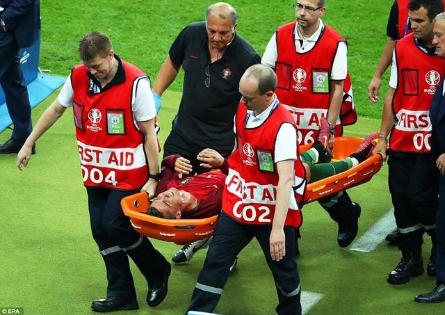 Việc C.Ronaldo rời sân khiến người Bồ Đào Nha lo lắng