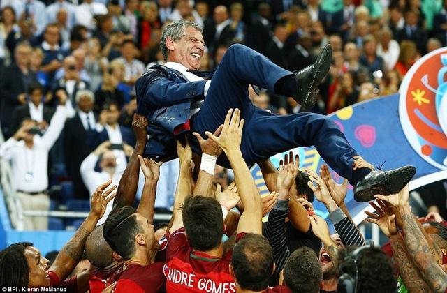 Niềm hạnh phúc của HLV Fernando Santos sau khi trận đấu kết thúc