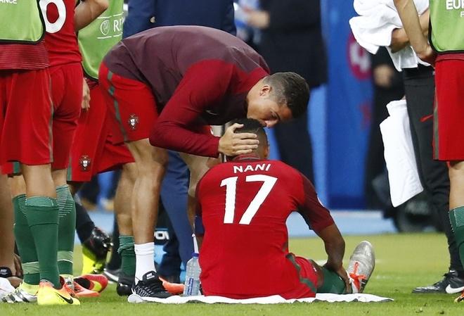 Ronaldo chỉ đạo như HLV - ảnh thể thao