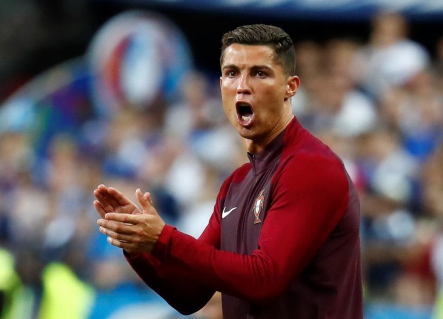 Ronaldo hon dau Nani, ho het chi dao va tiep lua dong doi hinh anh 7