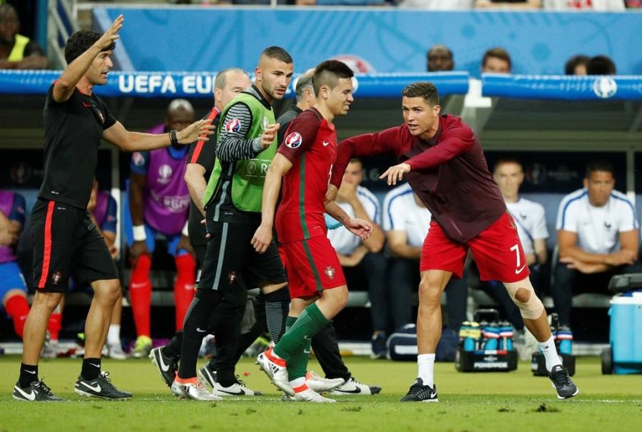 Ronaldo hon dau Nani, ho het chi dao va tiep lua dong doi hinh anh 11