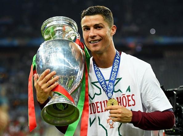 Ở tuổi 31, Ronaldo đã có danh hiệu đầu tiên cùng ĐTQG.