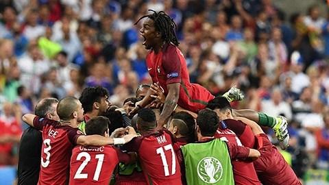 Tiền thưởng cầu thủ Bồ Đào Nha ít hơn một tuần lương Ronaldo  - ảnh 1